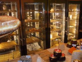 custom-cheese-cabinet-display-humidity